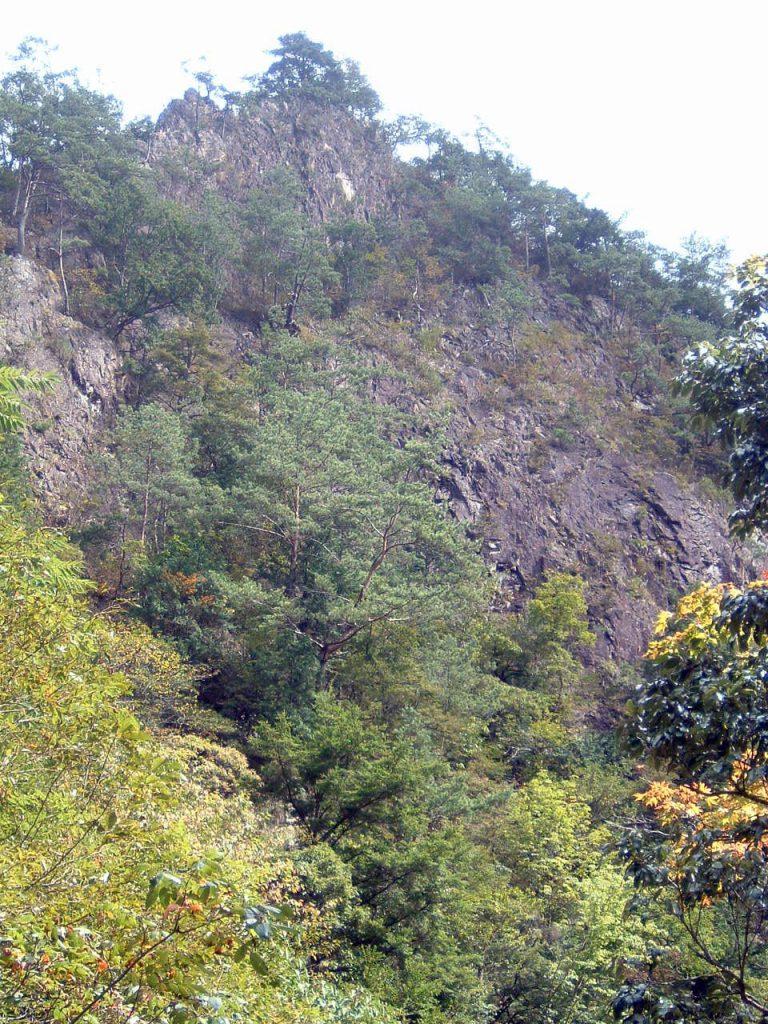 夫婦岩の全容(2003年撮影)